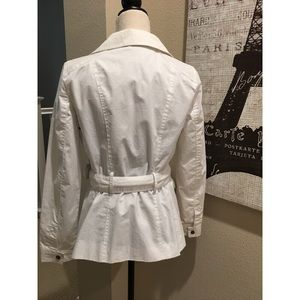 Zara Jackets & Coats - 🌷🌼 Beautiful white belted jacket 🧥